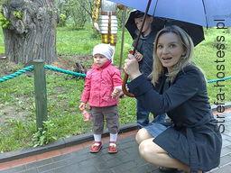 zdjęcie - na spacerze z córcią