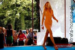 Włosy były przedłużone i rozjaśnione na potrzeby konkursu, obecnie są naturalnego koloru - ciemny blond, długości za łopatki