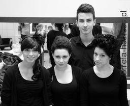 z pokaz trzy modelki i nasz świetny stylista. :)