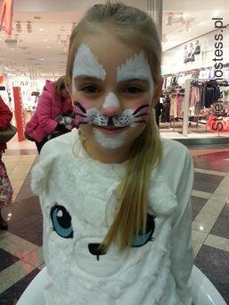 <p>05.02.2017r. Hostessa, Animatorka Silesia City Center, Katowice - akcja &quot;Dzień Kota&quot; - malowanie buziek dzieciom</p>